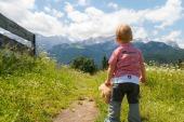 outdoor-child-summit-2943854_1920-pixabay-z0man